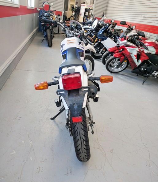 2001 Yamaha XT225 Photo 3 of 4