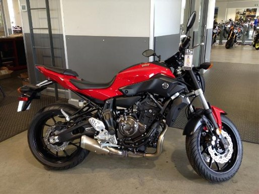 yamaha fz 07 abs vivid cocktail red 2017 new motorcycle for sale in langley serving greater. Black Bedroom Furniture Sets. Home Design Ideas