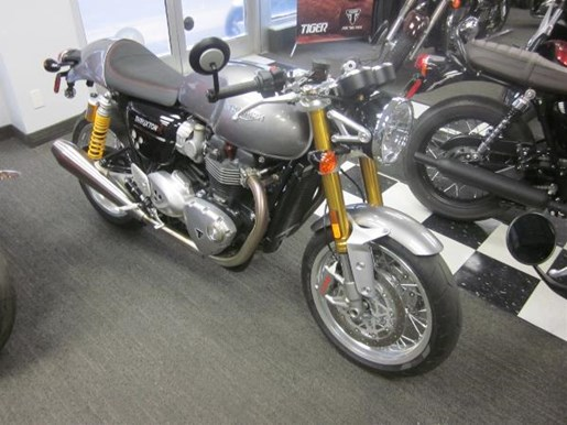 triumph thruxton 1200 r silver ice 2016 used motorcycle for sale in hamilton ontario. Black Bedroom Furniture Sets. Home Design Ideas