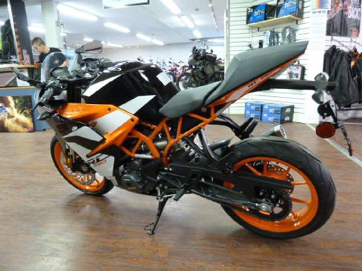2017 KTM RC 390 Photo 3 of 6