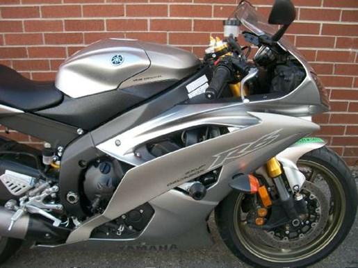 2008 Yamaha YZF-R6 Photo 2 of 23