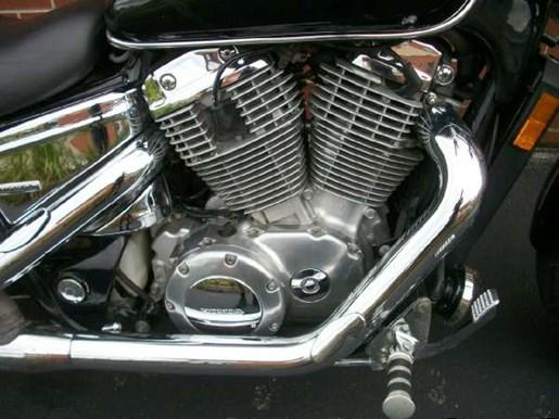 2007 Honda Shadow Spirit (VT1100C) Photo 6 of 25