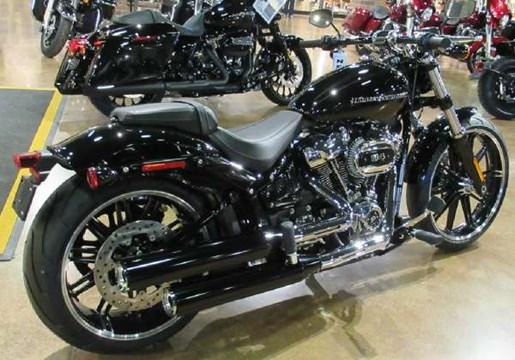 2018 Harley-Davidson Breakout 114 Photo 2 of 4
