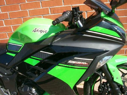 2013 Kawasaki Ninja 300 Photo 3 of 25