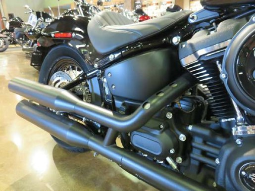 2018 Harley-Davidson Street Bob Photo 4 of 7