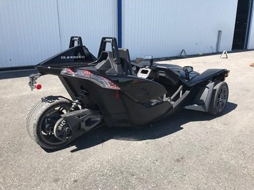 polaris slingshot s gloss black 2017 used motorcycle for sale in st mathias quebec. Black Bedroom Furniture Sets. Home Design Ideas