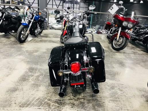 2016 Harley-Davidson Road King FLHR Photo 3 of 9