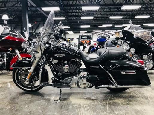 2016 Harley-Davidson Road King FLHR Photo 4 of 9