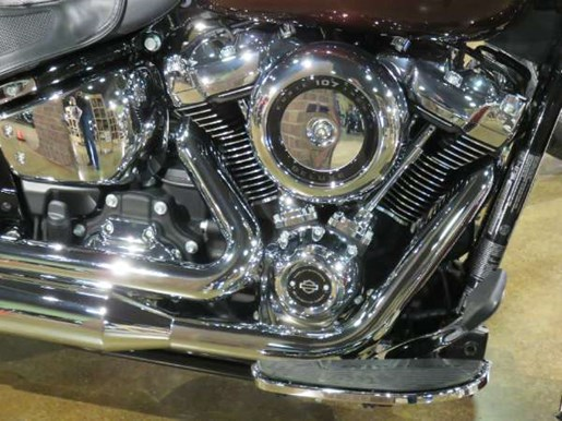 2018 Harley-Davidson Deluxe Photo 2 of 8