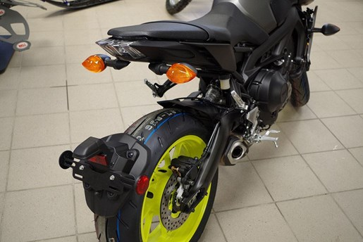 2018 Yamaha MT-09 Photo 4 of 21