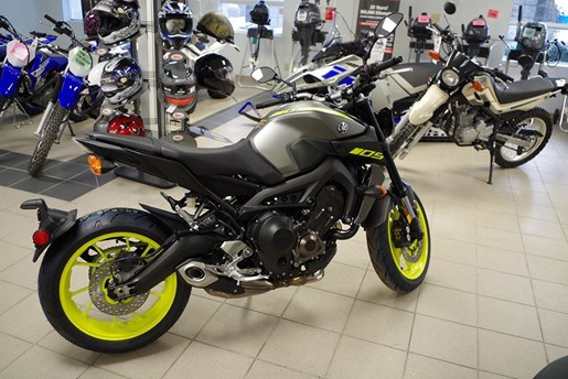 2018 Yamaha MT-09 Photo 3 of 21