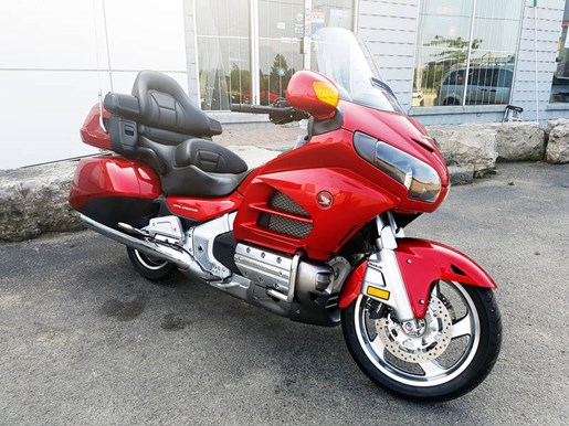 2017 Honda Gold Wing ABS Candy Red Photo 2 of 7