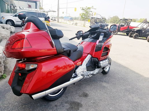 2017 Honda Gold Wing ABS Candy Red Photo 3 of 7