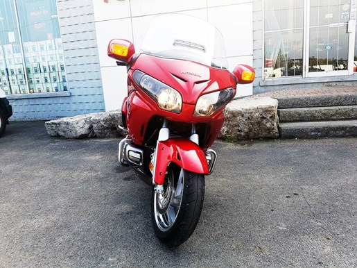 2017 Honda Gold Wing ABS Candy Red Photo 4 of 7