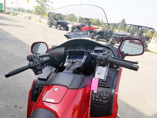 2017 Honda Gold Wing ABS Candy Red Photo 5 of 7