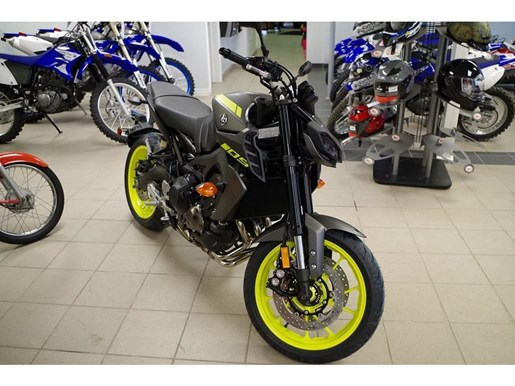2018 Yamaha MT-09 Photo 3 of 16