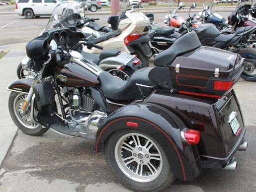 2011 Harley-Davidson FLHTCUTG - Tri Glide™ Ultra Classic® Photo 3 of 5