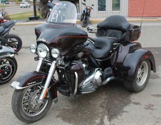2011 Harley-Davidson FLHTCUTG - Tri Glide™ Ultra Classic® Photo 4 of 5
