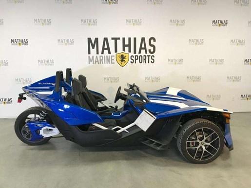 polaris slingshot sl le 2016 used motorcycle for sale in st mathias quebec. Black Bedroom Furniture Sets. Home Design Ideas