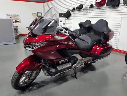 2018 Honda Gold Wing Tour DCT Photo 2 of 4
