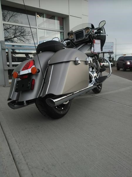 2017 Indian Motorcycle® Chieftain® Limited Silver Smoke Photo 2 sur 8