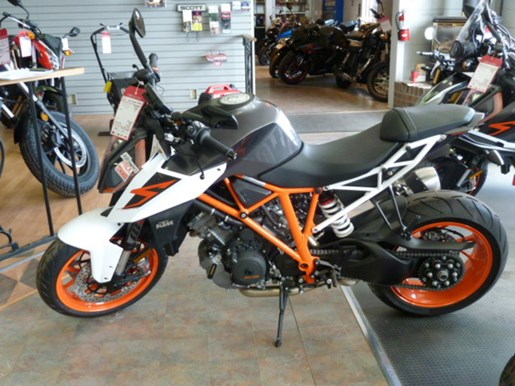 2018 KTM 1290 Super Duke R Photo 2 of 2