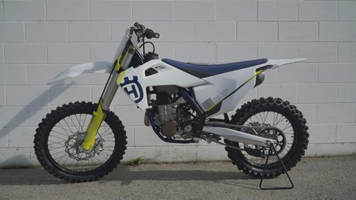 2019 Husqvarna® FC 450 Photo 2 of 3