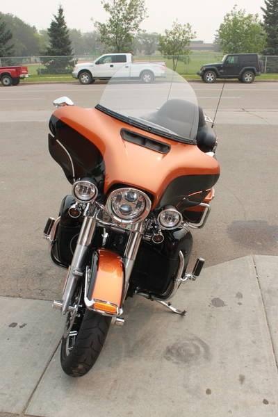 2014 Harley-Davidson FLHTK - Electra Glide® Ultra Limited Photo 2 of 9