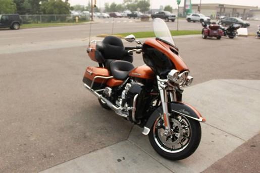 2014 Harley-Davidson FLHTK - Electra Glide® Ultra Limited Photo 3 of 9