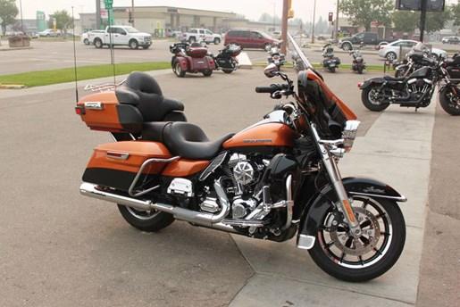 2014 Harley-Davidson FLHTK - Electra Glide® Ultra Limited Photo 4 of 9