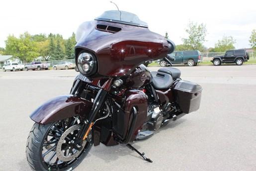 2019 Harley-Davidson FLHXSE - CVO™ Street Glide® Photo 9 of 17