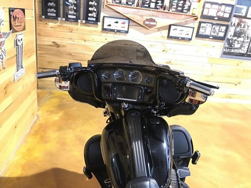 2016 Harley-Davidson FLHXSE - CVO™ Street Glide® Photo 2 of 8