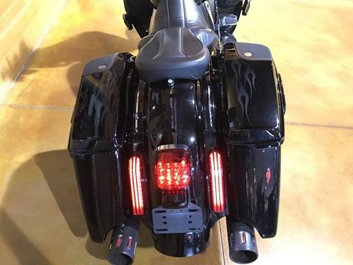 2016 Harley-Davidson FLHXSE - CVO™ Street Glide® Photo 4 of 8