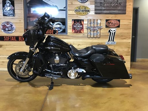 2016 Harley-Davidson FLHXSE - CVO™ Street Glide® Photo 7 of 8