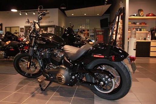 2019 Harley-Davidson FXBB - Softail® Street Bob® Photo 4 of 5