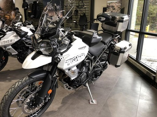 2018 Triumph Tiger 800 XCA Crystal White Photo 2 of 8
