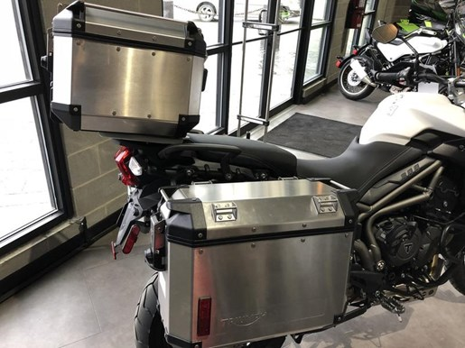 2018 Triumph Tiger 800 XCA Crystal White Photo 7 of 8