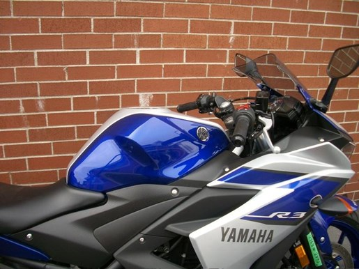 2015 Yamaha YZF-R3 Two-Tone Photo 3 of 36