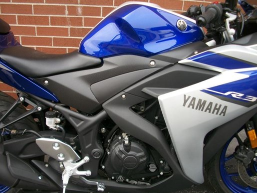 2015 Yamaha YZF-R3 Two-Tone Photo 8 of 36