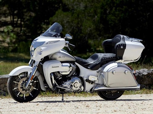 2018 Indian Motorcycle® Roadmaster® ABS Pearl White over Star Si Photo 8 of 9