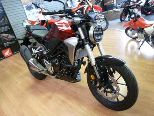 2019 Honda CB300R Photo 2 of 5