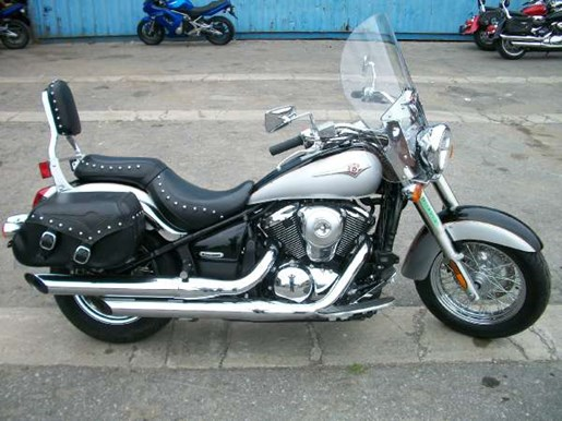 2007 Kawasaki Vulcan 900 Classic Photo 2 of 11