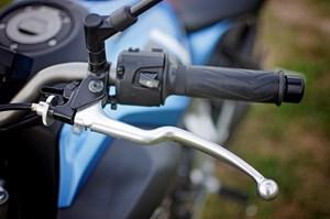 2017 Yamaha FZ-07 motorcycle Review left handlebar