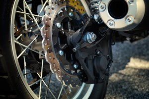 2017 Yamaha SCR950 Sport Heritage Review - BRAKES