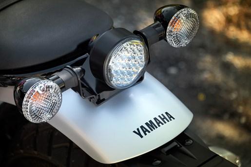 2017 Yamaha SCR950 Sport Heritage Review - LED HEADLIGHTS