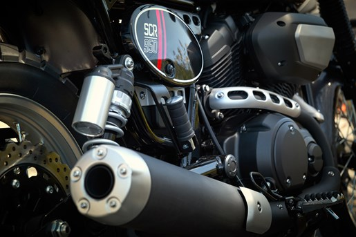 2017 Yamaha SCR950 Sport Heritage Review - SIDE OF BIKE