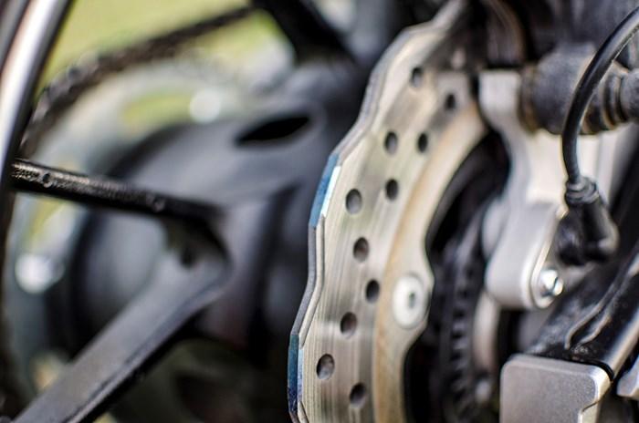 2017 Yamaha FZ-07 motorcycle Review brake