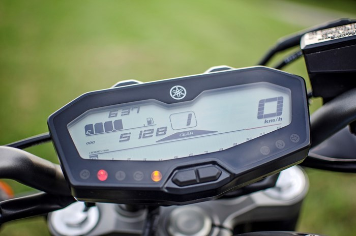 2017 Yamaha FZ-07 motorcycle Review dash
