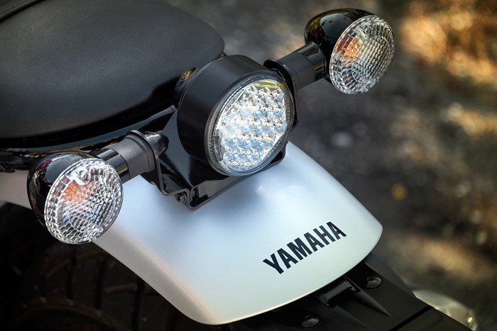 2017 Yamaha SCR950 Sport Heritage Review - LED HEADLIGHTS