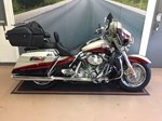 Harley-Davidson FLHTCUSE - CVO Screamin' Eagle® Electra Glide® 2006